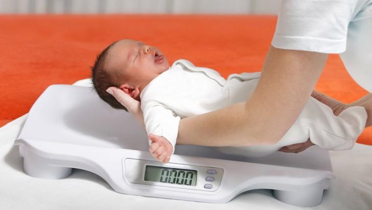 З самого народження важливо спостерігати за динамікою розвитку зросту і  ваги малюка 3b6e7c720aaf5